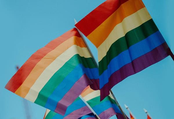 centre-LGBTQI-marseille-drapeaux